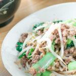【アスリートの食事メニュー】ひき肉ともやし・小松菜のピリ辛炒め献立