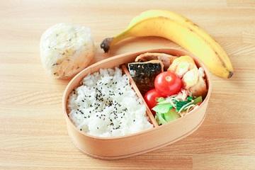 サッカー選手の昼食(弁当)メニュー(サバの塩焼き弁当)