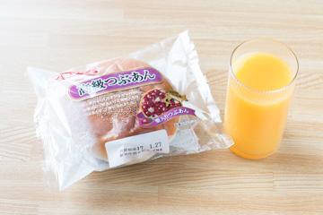 間食メニュー1(あんパンとオレンジジュース)