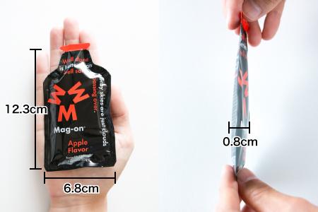 マグオン エナジージェルの大きさ(幅6.8cm、縦12.3cm、厚さ0.8cm)