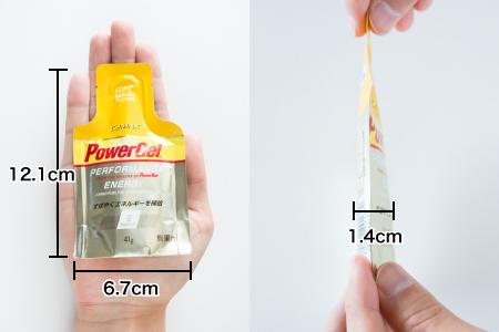 パワージェルの大きさ(幅6.7cm、縦12.1cm、厚さ1.4cm)