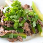牛肉ときゅうりの梅肉炒めで鉄分補給【タンパク質の多い料理レシピ】