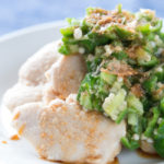 塩麹鶏肉のオクラポン酢がけ【高タンパク質・低脂肪の料理レシピ】