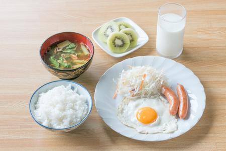 中学生スポーツ選手の朝食の献立