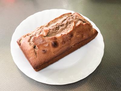焼き上がったプロテインパウンドケーキ