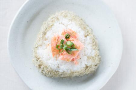 鮭+とろろ昆布+柚子胡椒のおにぎり