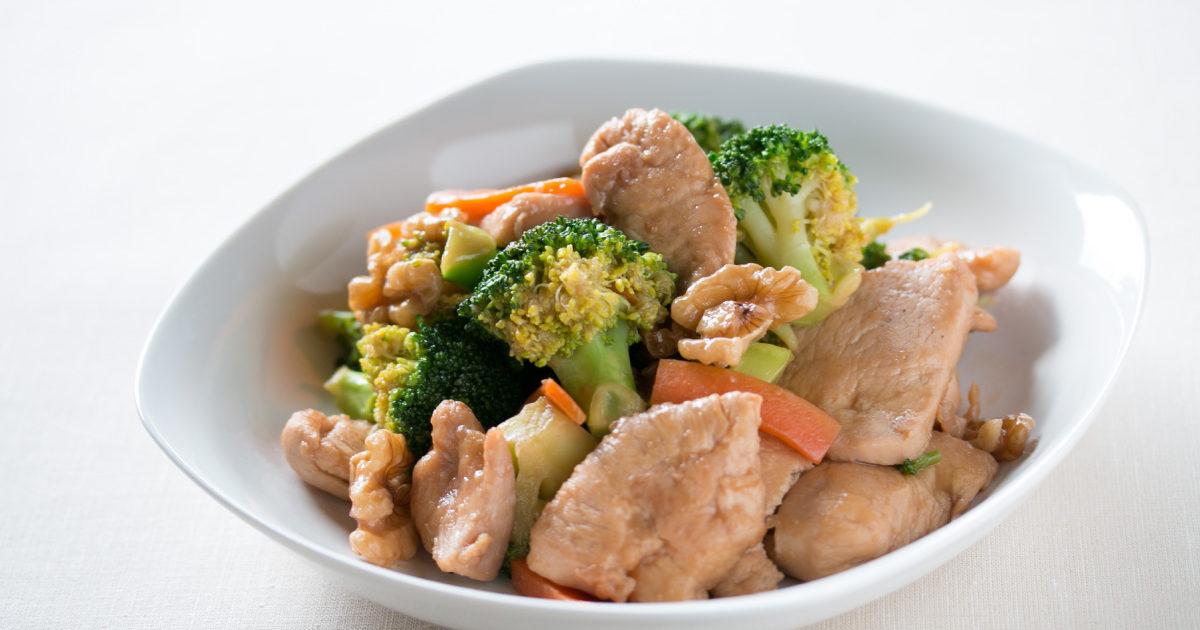 タンパク質の多い「鶏むね肉とクルミの中華炒め」
